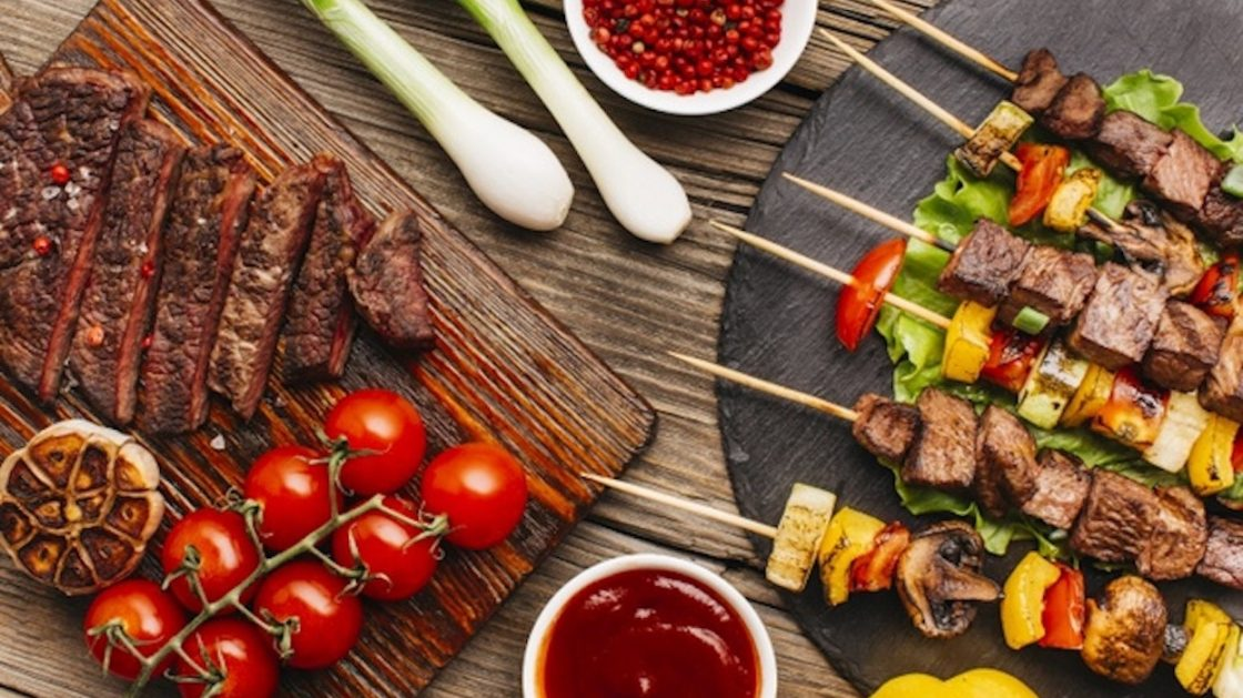 delicious-grilled-meat-steak-with-fresh-vegetable_23-2148207008